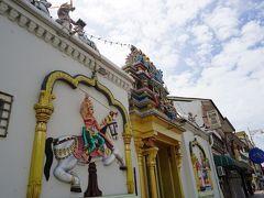 スリマハアリアマン寺院に到着。 歩道の道幅が狭くて良く見えない・・・ 渡らなければ良かったなぁ。