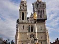ザグレブのランドマークであるザグレブ大聖堂 (聖母被昇天大聖堂)です。入場無料なのです。