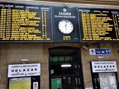 夕刻リュブリアナへ行く列車に乗るためにザグレブ中央駅へ。この駅は掲示類がしっかりしています。