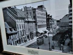 ランチは街歩きをして見つけた老舗レストラン「シェースティツァ」へ。お店の歴史を語る写真の数々が飾ってありました。