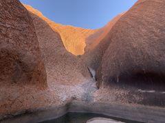 一番奥には、その神聖な水が貯まる場所がありました。 この時期は、写真のように水量が少なかったですが、、、