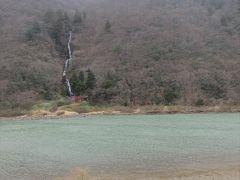 ここからは最上川の対岸にある白糸の滝が鑑賞できます.