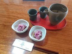 米沢駅からバスに乗って、蕎麦の「蓼」さんへ。妻リサーチ。 当然昼から日本酒。お通しの菊のおひたしがしゃくしゃくで絶品。