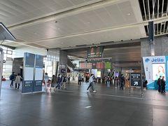 12時20分ごろ、台湾新幹線の台中駅に到着。 駅コンコース、マスクしてない人もちらほら。