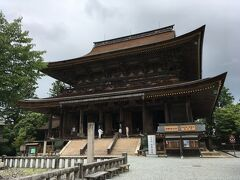 ということで、石段を登って仁王門をくぐり、ぐるっと回って金峯山寺蔵王堂(国宝)を正面に観てみます。奈良時代に役行者が開創したという金峯山寺。さすが修験道の総本山の本堂、どっしり落ち着いた風格のある建物です