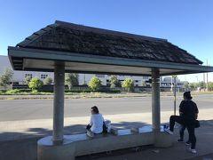 9:08 ザ・バス「Kamehameha Hwy + Opp Middle Hwy St」停留所 こっからまたバス乗ります