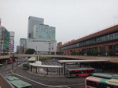 6月28日、日曜日。 いつもの仙台駅撮影から始まりました。梅雨時なんで仕方ないんだけど、どんよりとした空模様です。  この時、写真中央に見えるペデストリアンデッキで同行のあっぺ呑んさんが同じく仙台駅の写真を撮影していたようだ。仙台駅撮影の儀式が浸透してきた(笑)