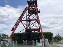 公園内には 「旧三井田川鉱業所伊田竪坑櫓」があって これは 地下深部の石炭を採掘する竪坑の巻き上げ機とともに使用された竪坑櫓