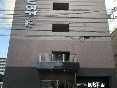 宗像大社からは一般道で日曜の夕方とあって少し混んでいましたが それでもホテルに着いたのは、まだ明るい19:00前でした。 福岡宿泊2日目のこの日は、博多の繁華街天神まで歩いて行ける こちらのホテル