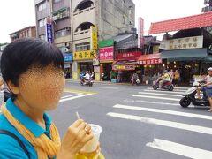 龍山寺から東へちょいと行くと、『新富市場』がある。 ここは、本当に地元密着のローカル市場だ。