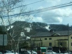 プリンスホテルスキー場もまだ営業中。  見た感じスキーヤーは少ないようです。 外出控え始めたというより、この時期は雪質良くないですからね。