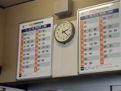 坂城駅に着きました。  そこそこ待ち時間あります。 待合室は暖房入ってないです~。