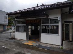 下部温泉駅。 駅前にバス停もあります。