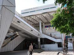 「横須賀中央駅」の東口側ですねー。  sukeco夫婦はぐるっとまわって西口へ行きまーす♪。