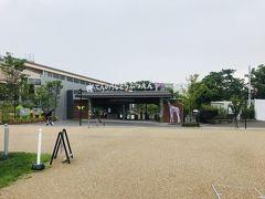 天王寺動物園もすぐそばにありますが、雨がかなり激しくなってきたので写真もそこそこに美術館へ!