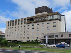 最終日。 当初鳥取に宿泊するはずだったのが、ホテル側のキャンセルで松江に来てしまったので、この日の予定は全く考えていませんでした。  松江タウン中心に攻めるか、出雲を攻めるか、新しい所に行くかをちょっとだけ悩み、せっかくなのでこの日は石見銀山に行くことに。  朝食の前に、松江の宿泊先、松江しんじ湖温泉 ホテル一畑の周りを少し散策しました。