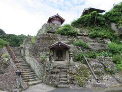 観世音寺。  少し高いところにお寺が建っていて、ここから街並みを見下ろせます・・・  が、見るのは帰り道に。  チャリを飛ばしますw