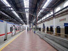 KLセントラル駅の一つ手前の、クアラルンプール駅で下車しました。 さて、建物巡りをしましょうか。