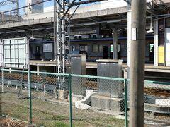 貝塚駅に戻ってきました。  行きは結構急いで水間線の電車に乗ったので見ていなかったのですが、 思った以上に南海のホームが近い。 これなら、中間改札か何か設けて、改札内で乗り換えにしてもいいような気もするけれども。