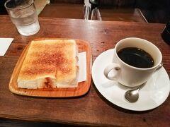 ボナール コーヒーの香りと、100円トーストの絶妙なバターの塩気。 徹夜の朝に、これ以上のものはないでしょう。