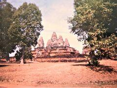 Pre Rup(プレ ループ)  01月18日(木)    東メボンの南側にあり961年に ラージェンドラヴァルマン二世によって 建立されたヒンドゥー教の寺院。  四方にレンガで築かれた塔門を構え そこを抜けると
