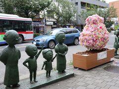 東急田園都市線 桜新町駅の西口 サザエさん一家の銅像
