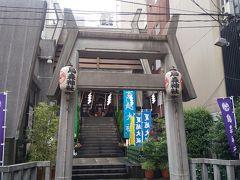 新橋駅「烏森口」から直ぐに場所にある。