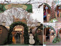 """リープフラウエン広場の中央辺りに、""""クリスマス村""""と書かれた一角がありました。 テーブルと椅子が置かれた個室風なスペースがいくつか。 入口の札に予約の時間が書かれているってことは、有料の貸スペース? 天気が悪くても、飲んだり、食べたりを楽しめるから、いいね!"""