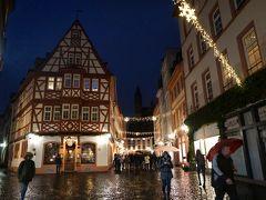 """木組みの家のある一画、""""キルシュガルテン""""にも行ってみるか。 ハインリッヒからライヒホーフ通りを少し歩いたけれど、クリスマスの華やかさはなく…。"""