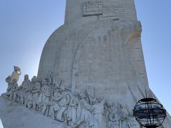 発見のモニュメント、エンリケ航海王子を先頭にマゼランやヴァスコ・ダ・ガマなど大航海時代に活躍した偉人たち33名の像が有るようです、  ヴァスコ・ダ・ガマは先頭のエンリケ航海王子から3番目