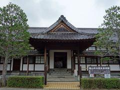 こちらが歴史美術館の正面です。 明治時代に建てられ、昭和56年まで使用されていた篠山地方裁判所が、歴史美術館として公開されています。日本最古の木造裁判所だそうです。