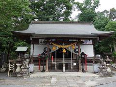 篠山春日神社の本殿。 通常は、拝殿が前面にあると思うのですが、いきなり本殿なんですね。