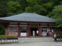 やっと鳳来寺本堂に着きました。 鳳来寺は、西暦703年に利修という仙人によって開山されたと言われています。