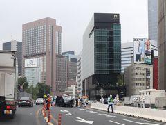 八重洲線の有楽町マリオン付近。 横浜に行くときは、何故か事故渋滞に遭う確率が高い(笑) または湾岸線横羽線のどちらかで事故というパターン。  正面に帝国ホテルのインペリアルタワー。