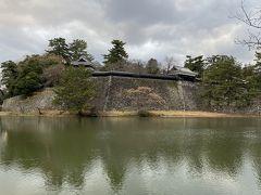 松江城まは松江駅から歩くとけっこうあります。40分くらいかかりました。