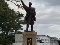 堀尾吉晴の像です。豊臣政権三中老の1人だそうです。