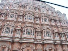 工芸店の後は風の宮殿です。 ジャイプルで見たかった観光名所の一つです。