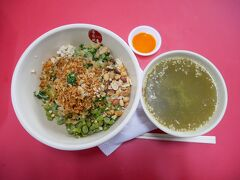 最後のローカルごはんとして、ランチに食べたのは客家料理の「サンダーティーライス」初めての挑戦。 野菜やナッツたっぷりのビビンバのようなご飯に、お茶(と言っても日本の緑茶とは違うハーバル系のスープ)をかけて食べる。