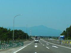 柏崎地域に入り正面に「米山」(  https://www.yamakei-online.com/yamanavi/yama.php?yama_id=422  )が美しく見えます。(以前登ったことあります)