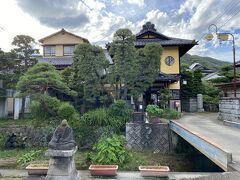 今夜のお宿の岩下温泉旅館。  お湯は山梨最古の温泉と言われ、 宿の旧館は国の登録有形文化財に指定されている。