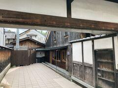 NIPPONIA HOTEL 奈良 ならまち https://www.naramachistay.com/  奈良ホテルを予約する前にチェックしていた元酒蔵のホテル。気になるので前を通ってみた。