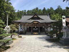 ということで、イレギュラーな感じで熊野三山の一つ、熊野本宮大社を参拝します。まずは拝殿に寄って