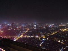 「TOP OF HANOI」からの夜景パノラマ。 大気汚染の悪化が深刻になっているハノイですが、それでも高層ホテルの屋上からの夜景は美しいです。