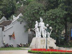 ベトナムがフランスから独立を勝ち取った、インドシナ戦争(1946~54年)の戦没者を祀った戦没者記念像。