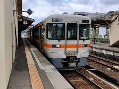 猪谷から40分ほどで飛騨古川駅に到着です。こちらの駅は有人駅の特急停車駅です。
