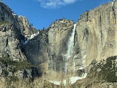 落差739mのヨセミテフォール。 北アメリカで1番の落差を誇る滝です。