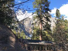 """Yosemite Lodge at the Falls"" ハーフドームもみえてヨセミテフォールにも近く 郵便局もある便利なロッジです。"