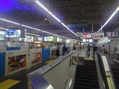 浜松町駅構内は、単線です。到着と出発ホーム分かれています。