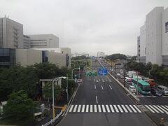 環状7号線  正面は、世田谷方面です。 「流通センター駅」は、環状七号線に面しています。