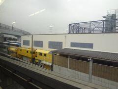 昭和島車庫です。 黄色の車両は 何だろう?
